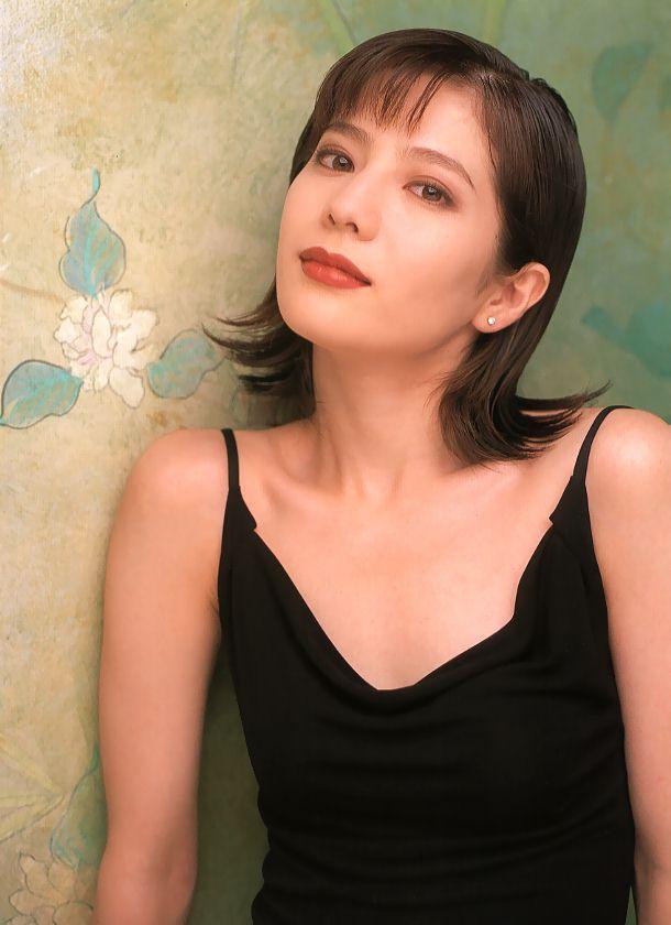 大石恵 マンスジ&水着エロ画像34枚!hydeの妻が美魔女系でぐうシコ!・25枚目の画像