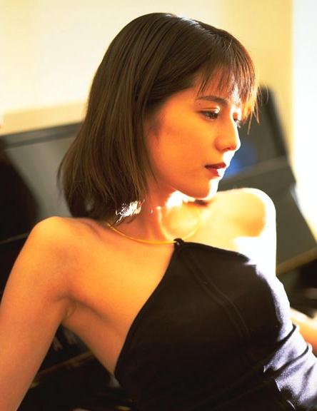 大石恵 マンスジ&水着エロ画像34枚!hydeの妻が美魔女系でぐうシコ!・26枚目の画像