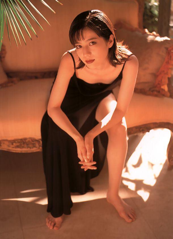 大石恵 マンスジ&水着エロ画像34枚!hydeの妻が美魔女系でぐうシコ!・28枚目の画像