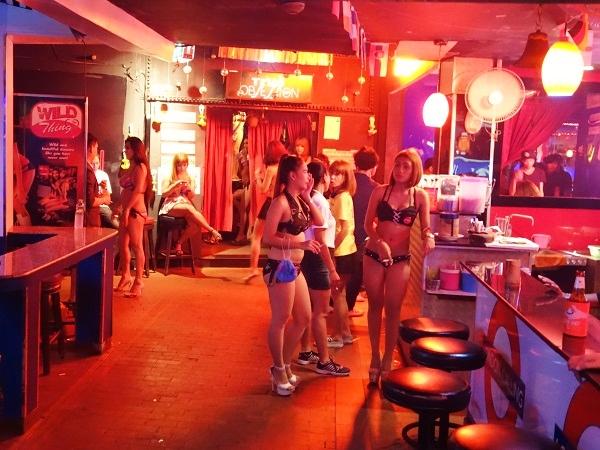 ゴーゴーバーという海外の売春所のエロ画像35枚・37枚目の画像