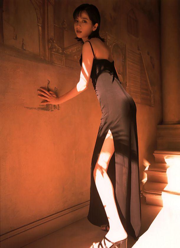 大石恵 マンスジ&水着エロ画像34枚!hydeの妻が美魔女系でぐうシコ!・38枚目の画像