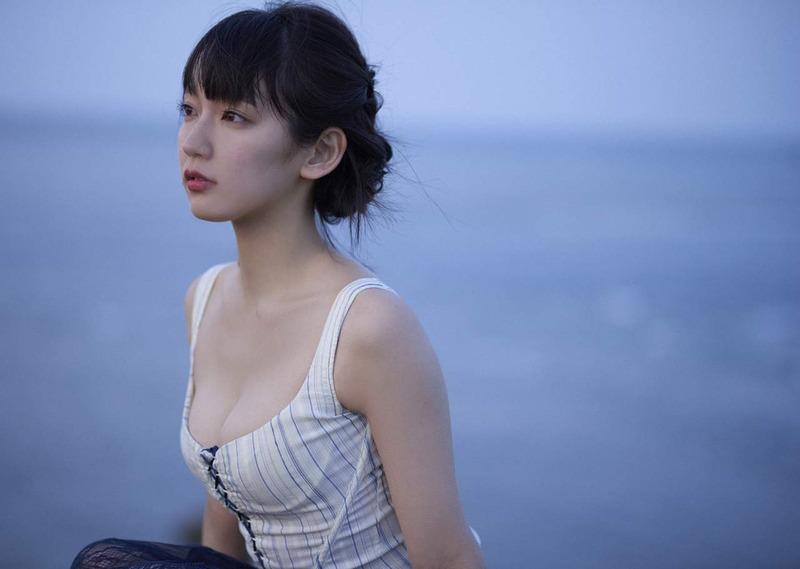 吉岡里帆 最新エロ画像60枚!巨乳清楚系であざといエロ女優!・38枚目の画像