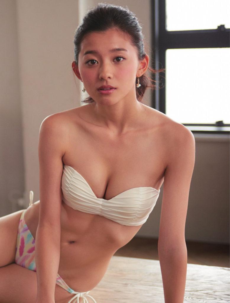 朝比奈彩(24)の写真集の水着グラビアが抜けるエロ画像160枚・102枚目の画像