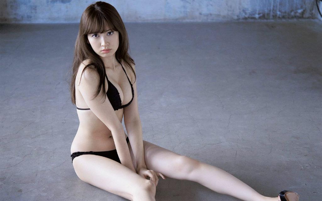 小嶋陽菜のラストグラビアエロ画像18