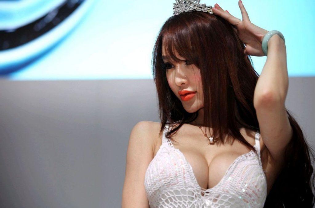 ストリップショーかな?台湾キャンギャルのエロ画像32枚・10枚目の画像