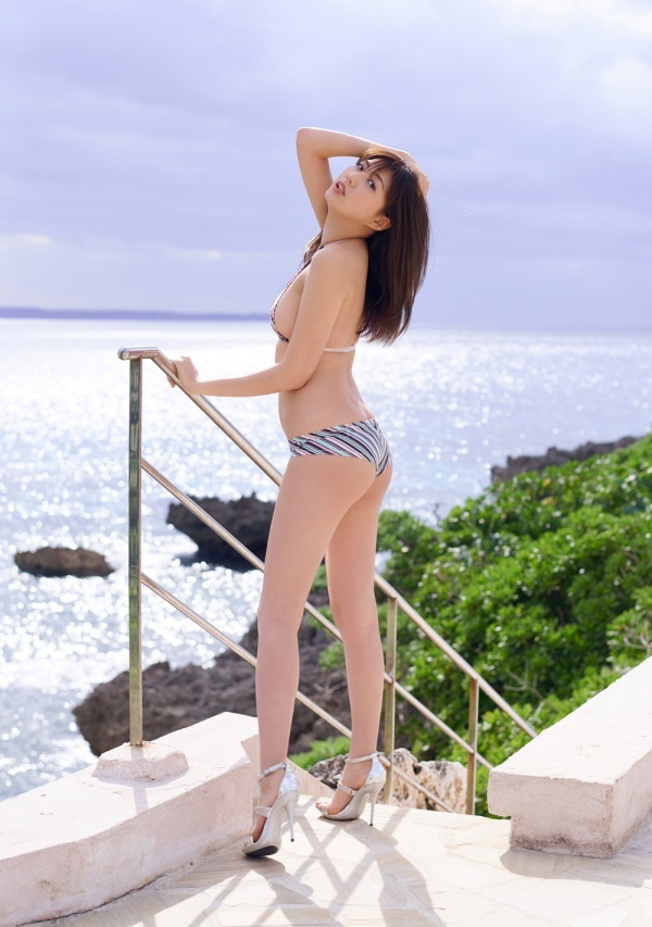 岩崎名美(20)Fカップ最新グラビアエロ画像32枚・17枚目の画像