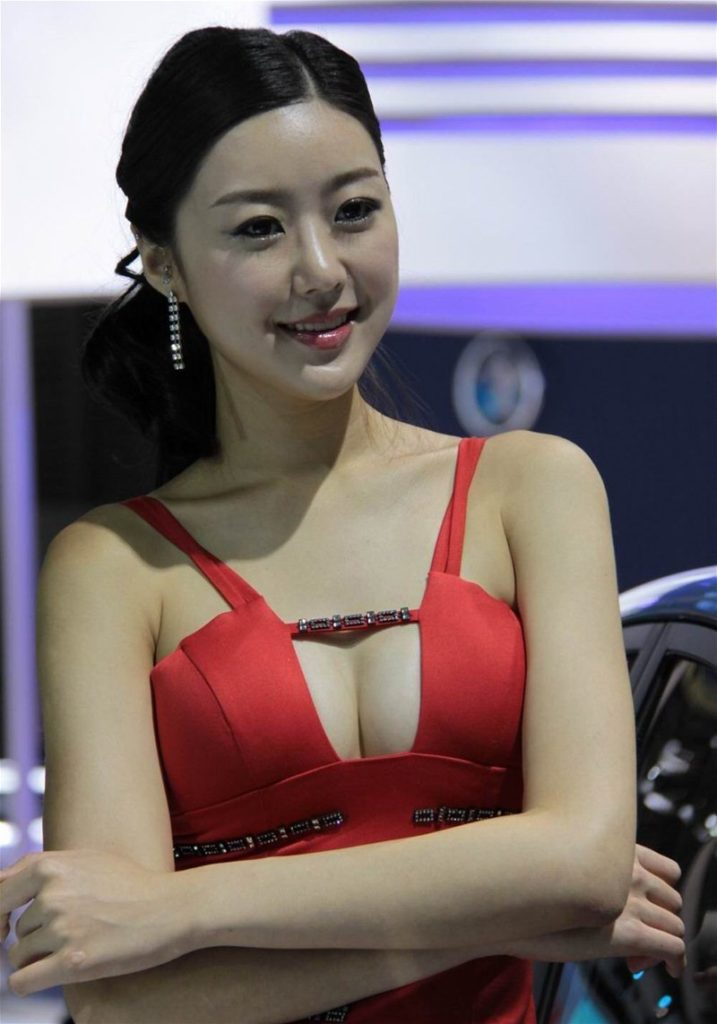 ストリップショーかな?台湾キャンギャルのエロ画像32枚・18枚目の画像