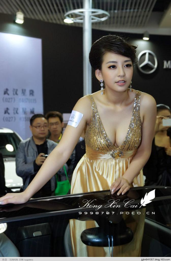 ストリップショーかな?台湾キャンギャルのエロ画像32枚・34枚目の画像