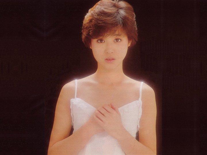 松田聖子(55)ヌード間近を匂わせるスケベ下着姿のエロ画像50枚・28枚目の画像