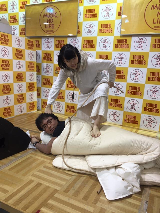 「添い寝イベント」をするハウプトハルモニーとかいうアイドルのエロ画像44枚・9枚目の画像