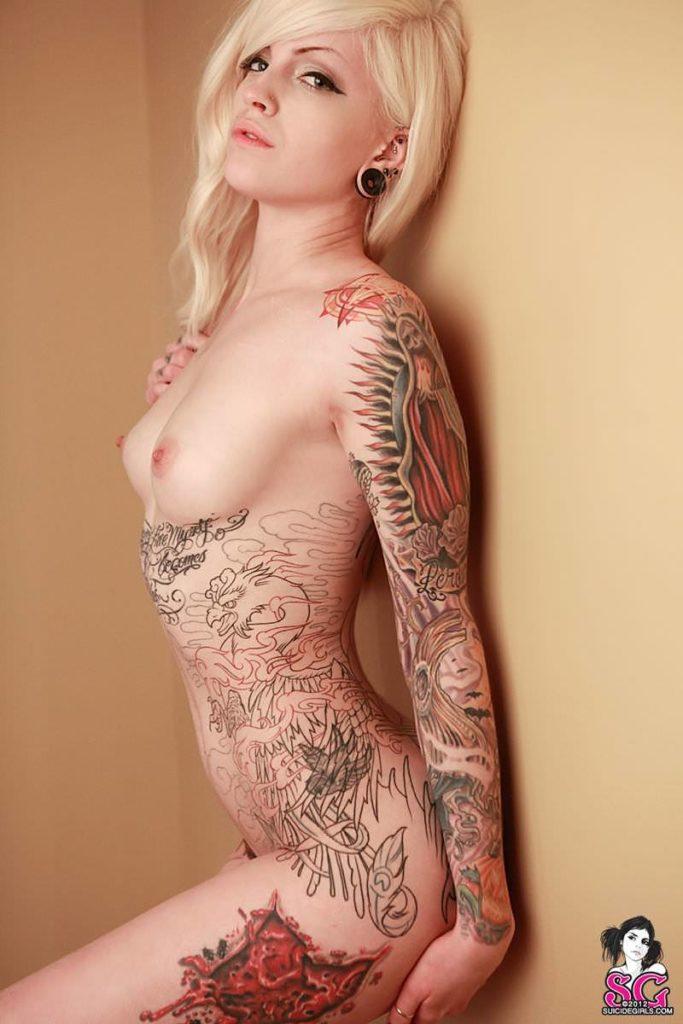 タトゥー大量外国人のヌードエロ画像35枚・16枚目の画像
