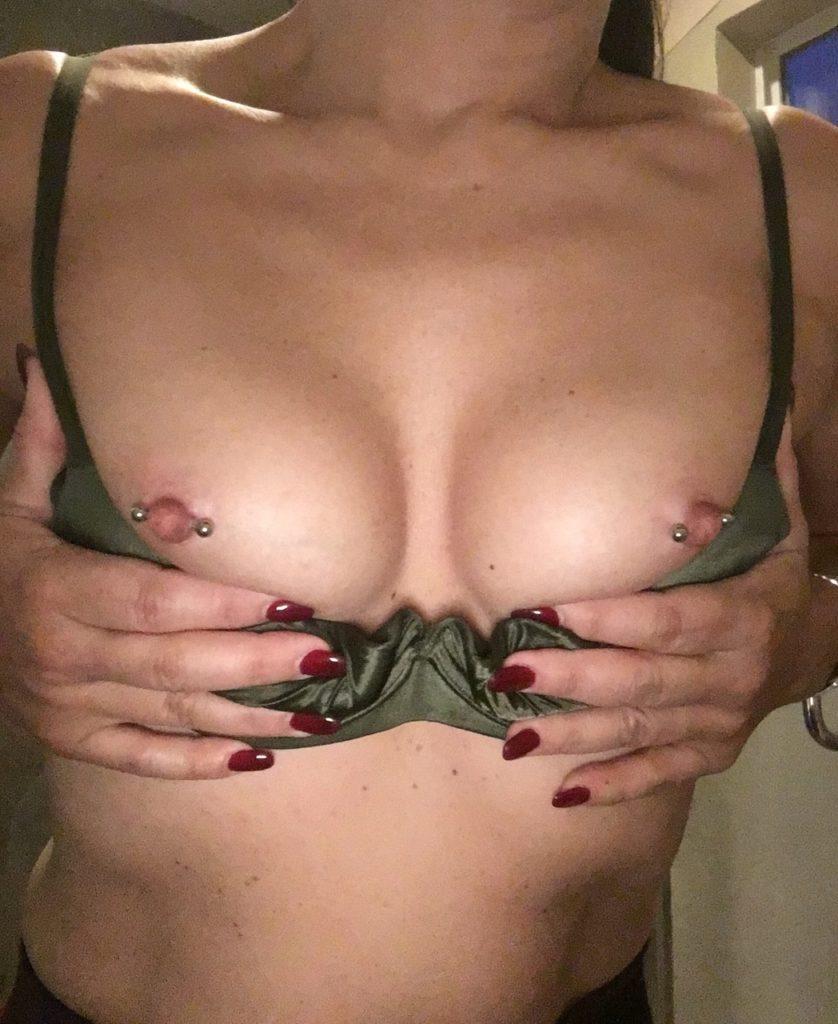 乳首ピアスしてる外国人のヌードエロ画像30枚・19枚目の画像