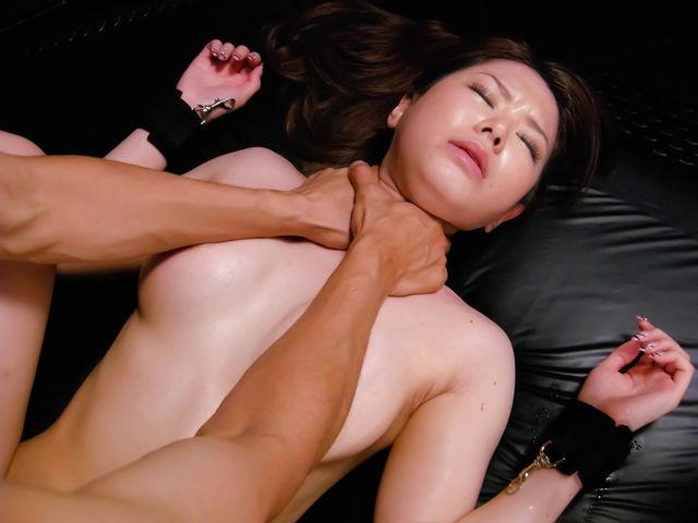 マンコの締り倍増!首絞めセックスエロ画像30枚・19枚目の画像