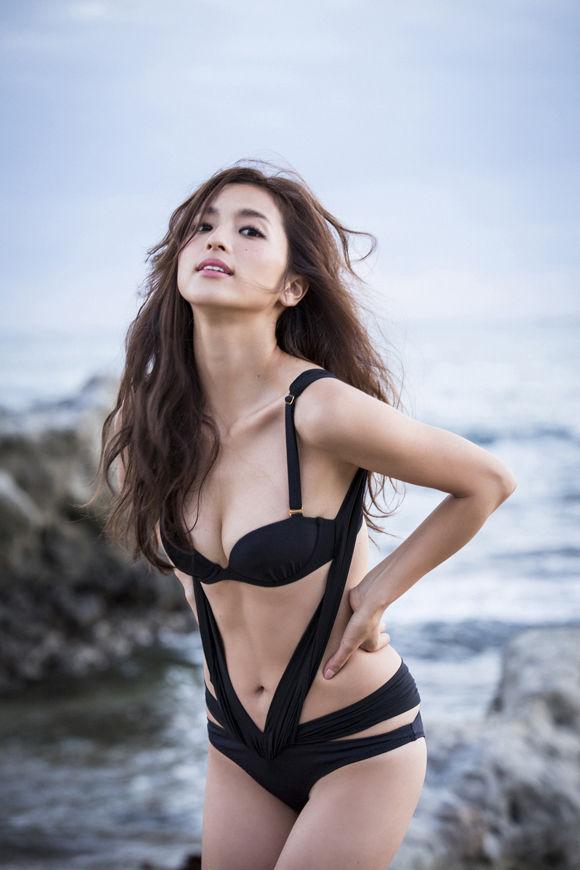 中村アン(30)の水着・下着姿等の抜けるエロ画像150枚・2枚目の画像