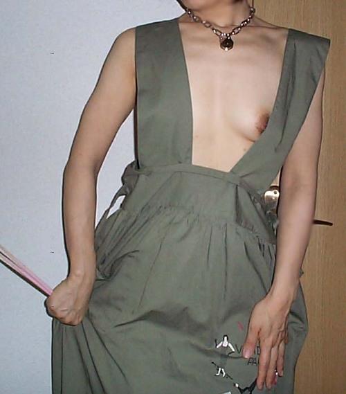 熟女限定~!裸エプロン姿のエロ画像35枚・27枚目の画像