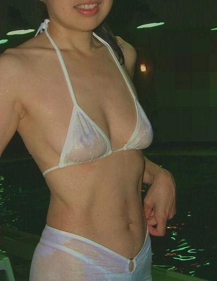 水着で乳首やマン毛透けてる変態女のエロ画像35枚・36枚目の画像