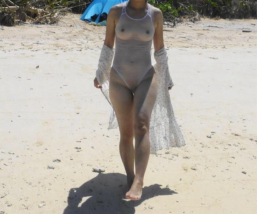 水着で乳首やマン毛透けてる変態女のエロ画像35枚・40枚目の画像
