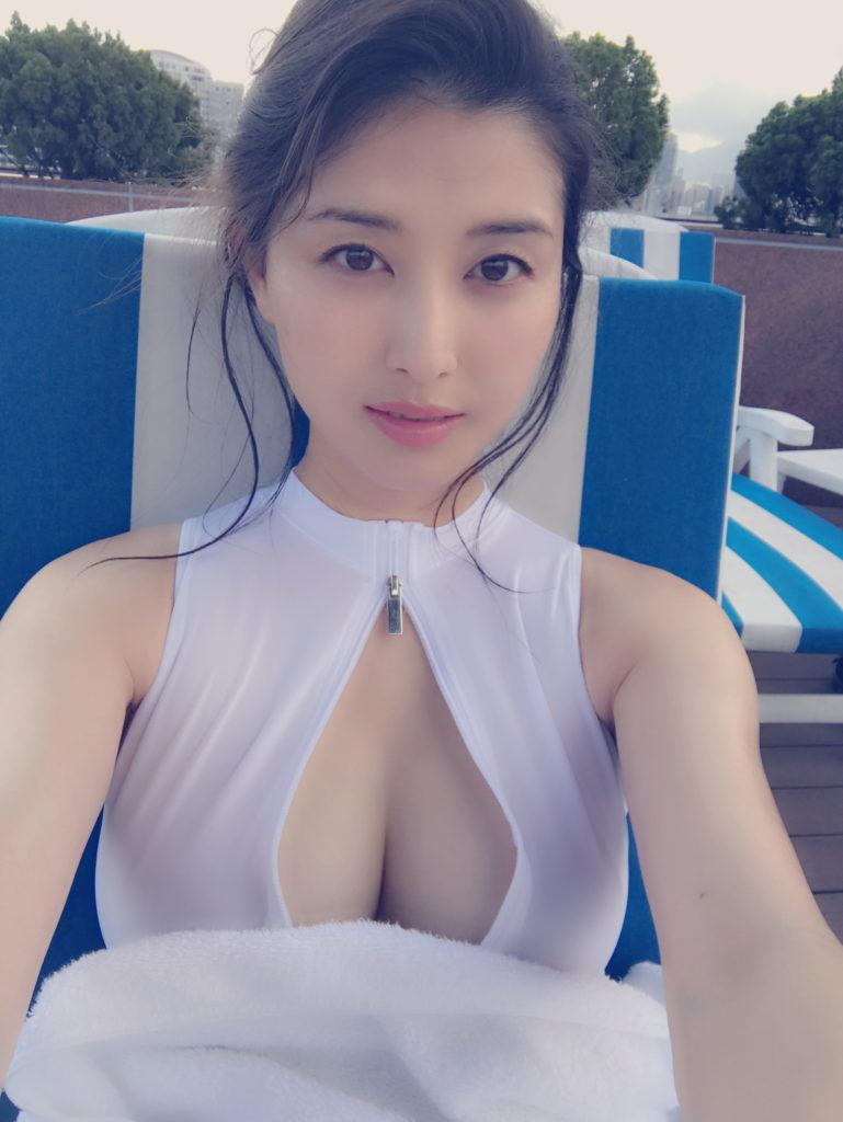 橋本マナミの乳丸出しインスタエロ画像3