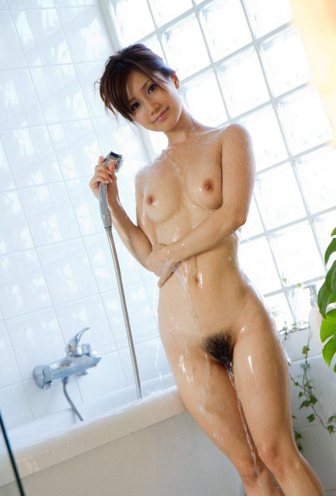 シャワー中で濡れ姿がセクシーな美女のヌードエロ画像33枚・6枚目の画像