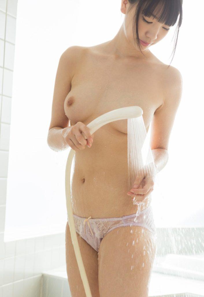 シャワー中で濡れ姿がセクシーな美女のヌードエロ画像33枚・8枚目の画像