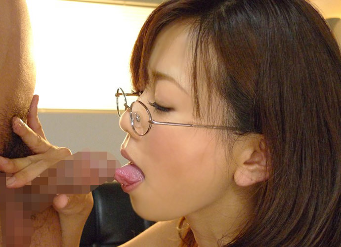 痴女っぽさがたまらんメガネ美女のフェラチオエロ画像29枚・12枚目の画像