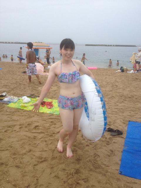 尼神インター誠子水着姿のエロ画像