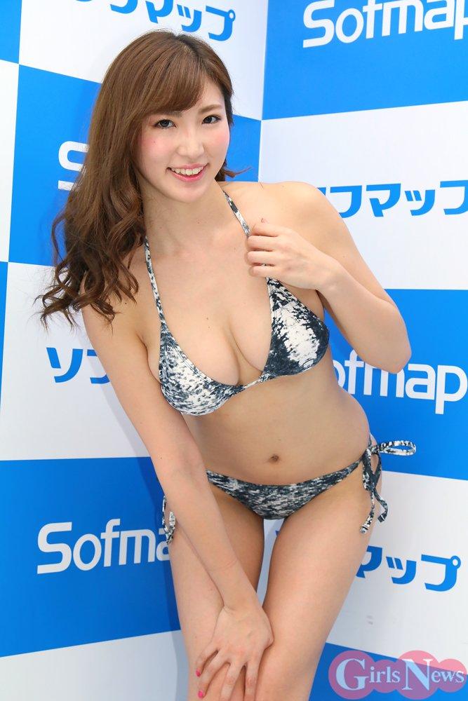 松嶋えいみ(25)エロ画像37枚!ハミ尻広告がエロすぎるグラドルを発見!・25枚目の画像