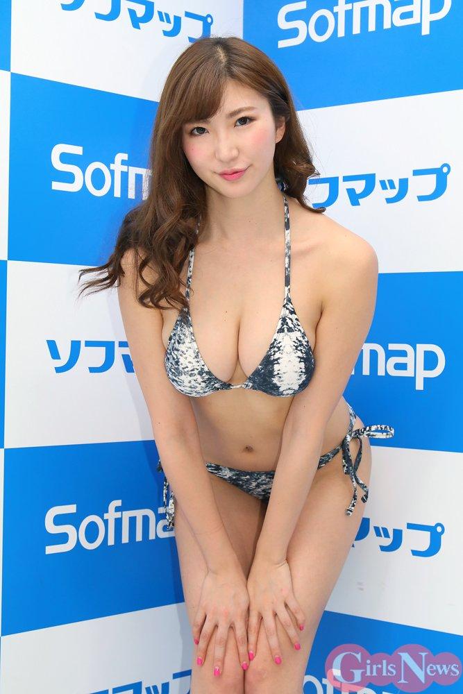 松嶋えいみ(25)エロ画像37枚!ハミ尻広告がエロすぎるグラドルを発見!・34枚目の画像