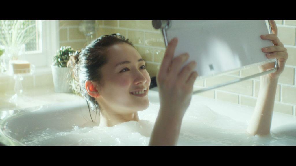 【速報】綾瀬はるかの全裸ヌード入浴してる最新CMエロ画像40枚・9枚目の画像