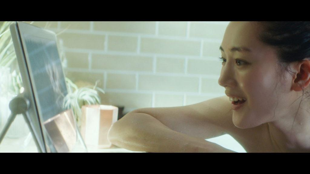 【速報】綾瀬はるかの全裸ヌード入浴してる最新CMエロ画像40枚・10枚目の画像