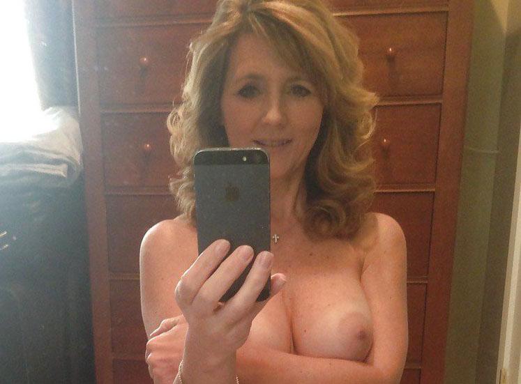 外国人巨乳熟女の自画撮りが生々しくて抜けるエロ画像30枚・1枚目の画像