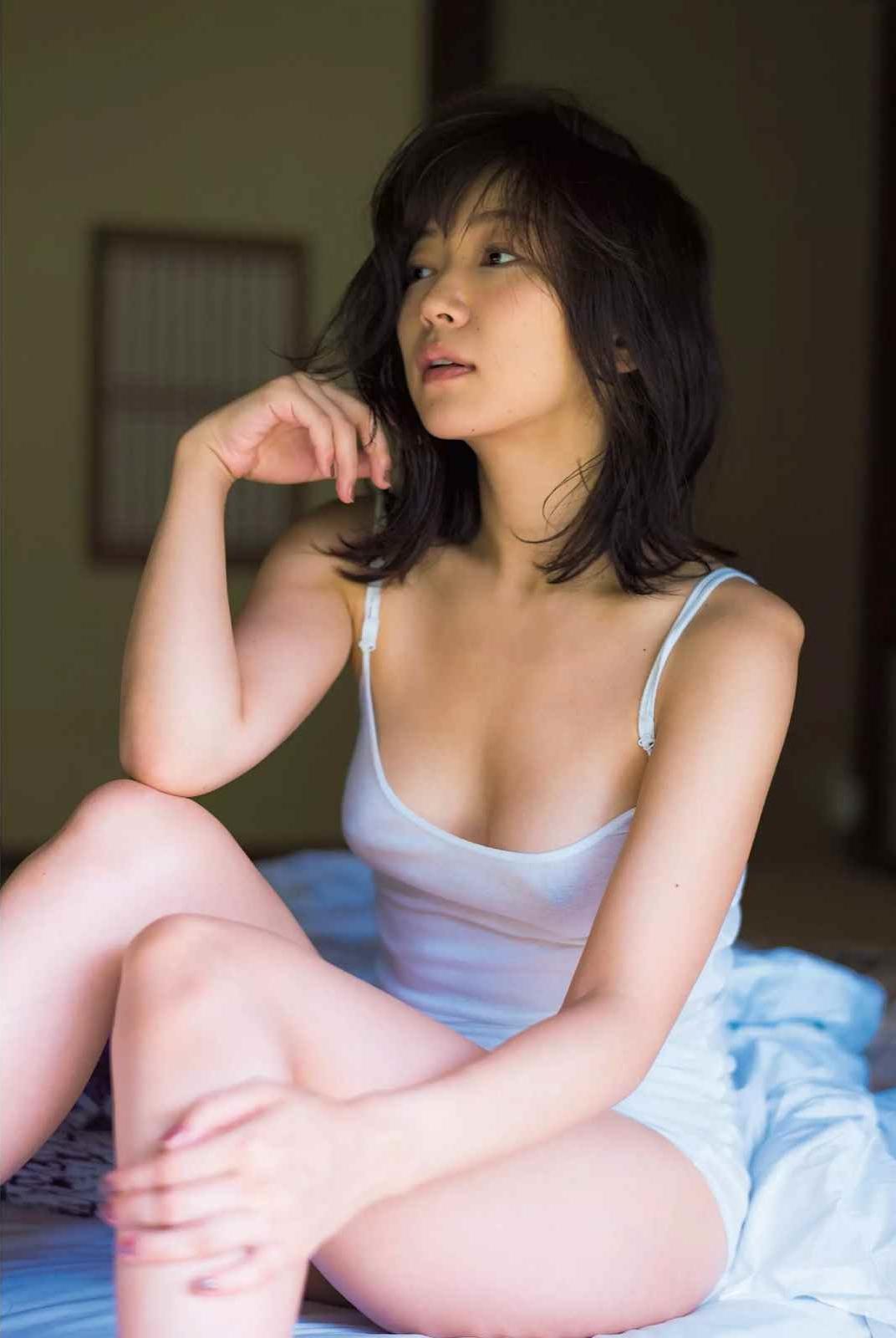 階戸瑠李(28)ヌード間近の透け乳首解禁グラビア画像100枚・3枚目の画像