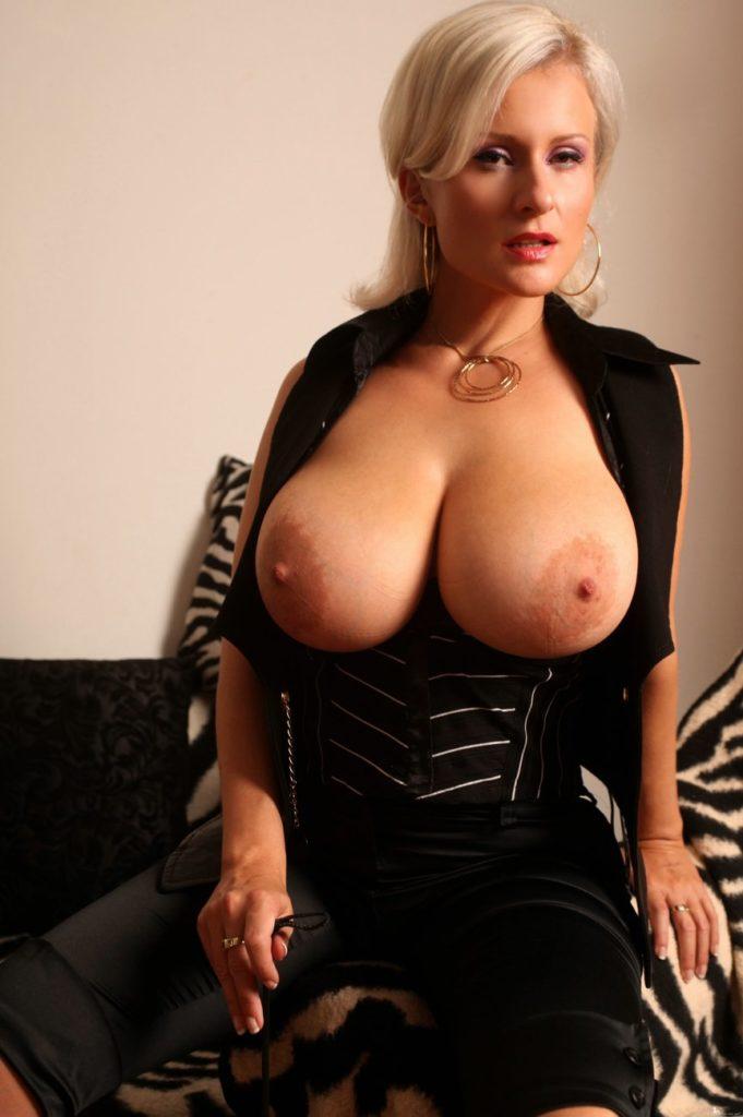 外国人巨乳熟女の自画撮りが生々しくて抜けるエロ画像30枚・5枚目の画像