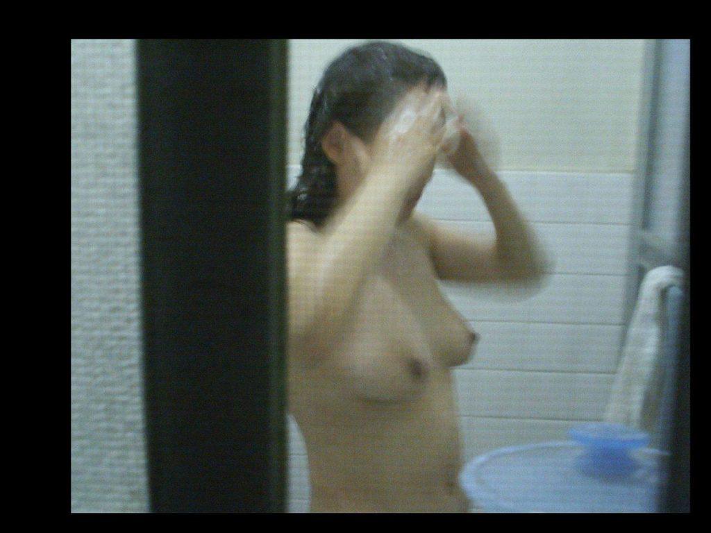 カーテンから見える裸体…!素人娘の覗き風盗撮エロ画像31枚・7枚目の画像