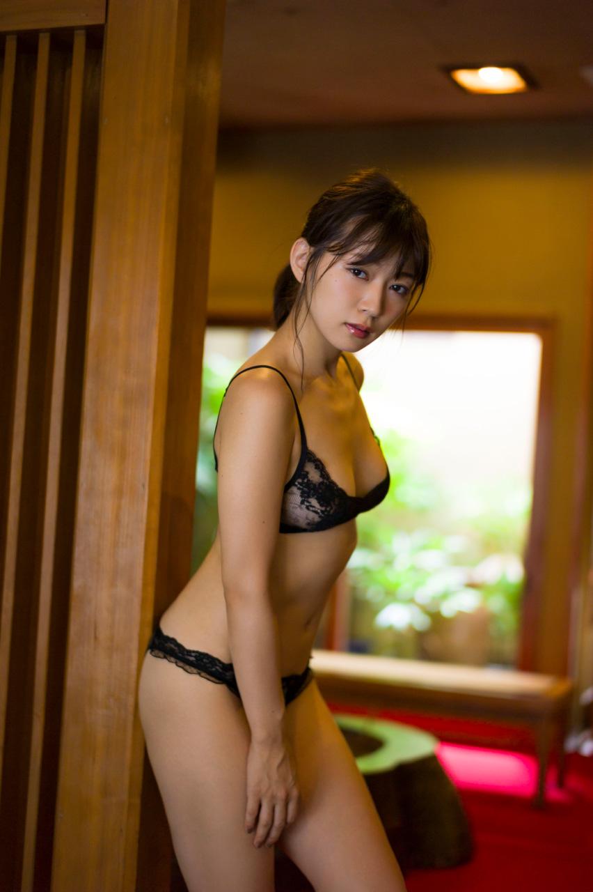 階戸瑠李(28)ヌード間近の透け乳首解禁グラビア画像100枚・12枚目の画像