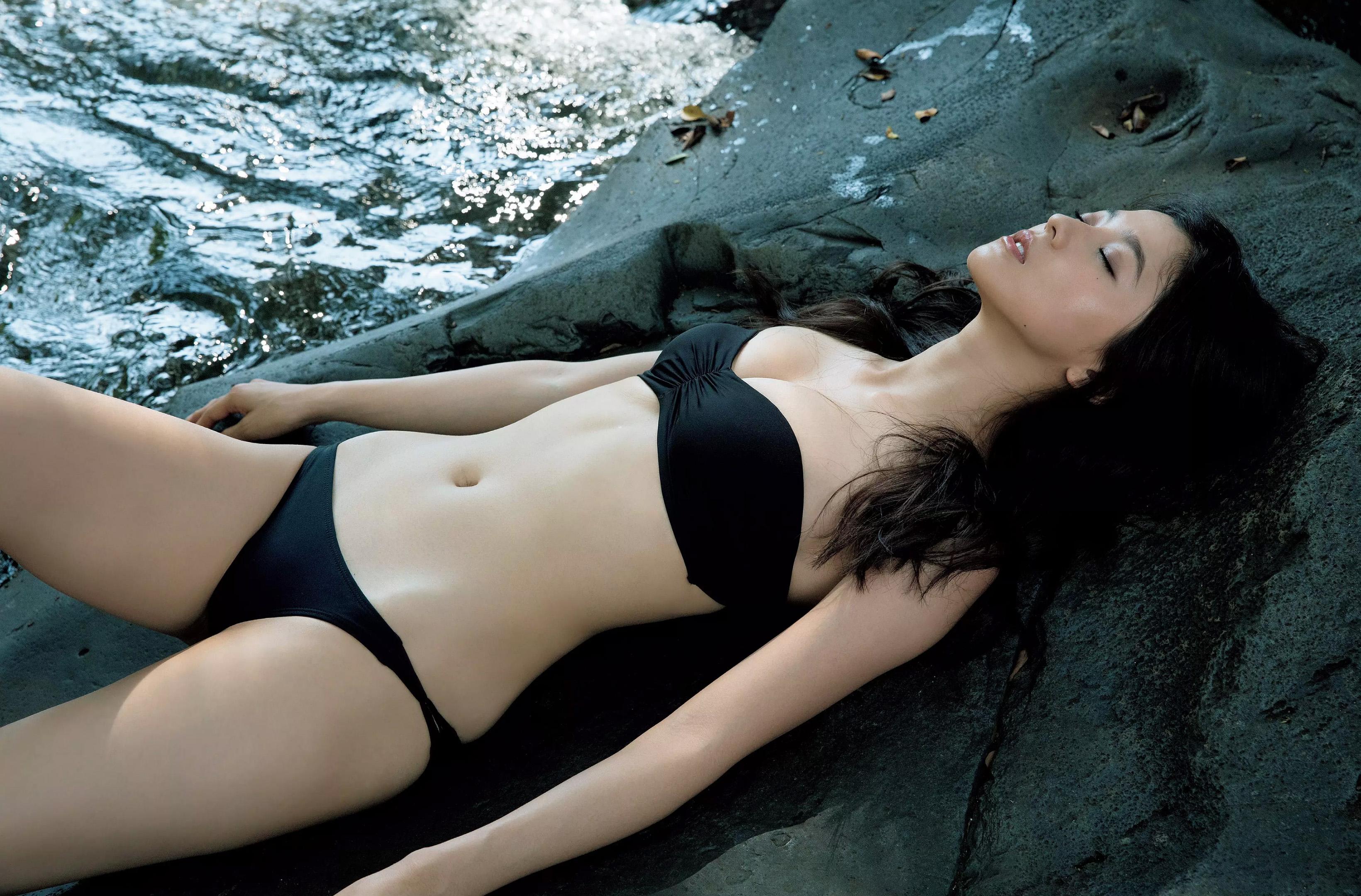 朝比奈彩(24)の写真集の水着グラビアが抜けるエロ画像160枚・28枚目の画像