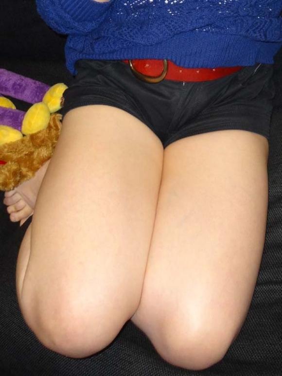 膝枕されたい…!ミニスカ娘の正座パンチラエロ画像30枚・15枚目の画像