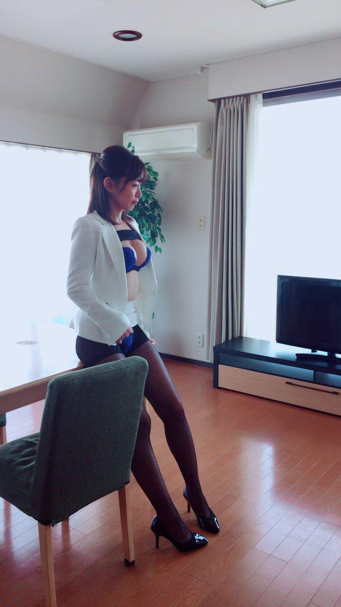階戸瑠李(28)ヌード間近の透け乳首解禁グラビア画像100枚・96枚目の画像