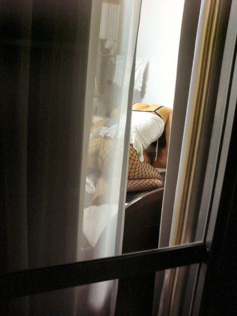 カーテンから見える裸体…!素人娘の覗き風盗撮エロ画像31枚・30枚目の画像