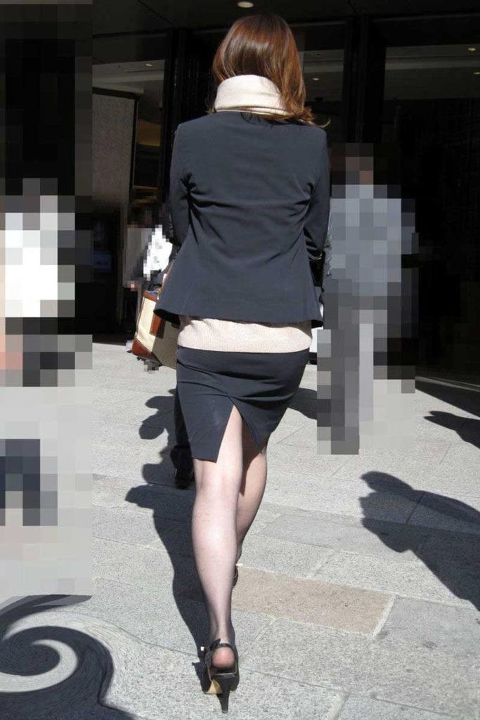 キャリアウーマンOLのスーツ姿がぐうシコな街撮り盗撮エロ画像30枚・22枚目の画像