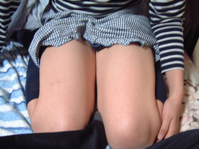 膝枕されたい…!ミニスカ娘の正座パンチラエロ画像30枚・23枚目の画像