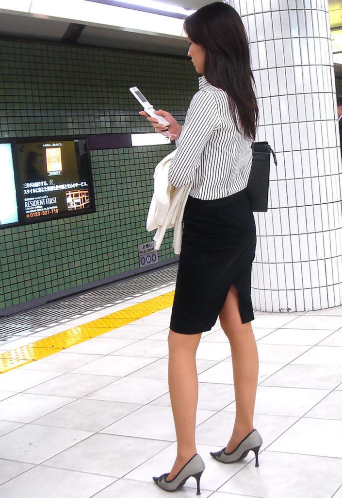 キャリアウーマンOLのスーツ姿がぐうシコな街撮り盗撮エロ画像30枚・23枚目の画像