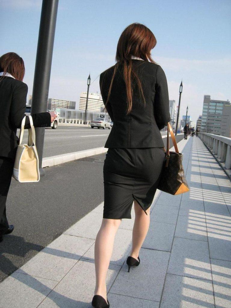 キャリアウーマンOLのスーツ姿がぐうシコな街撮り盗撮エロ画像30枚・35枚目の画像
