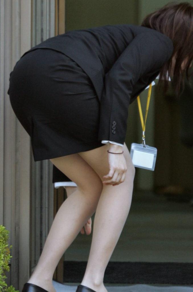 キャリアウーマンOLのスーツ姿がぐうシコな街撮り盗撮エロ画像30枚・36枚目の画像