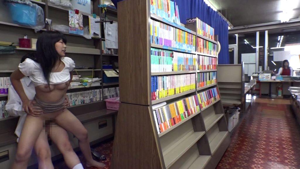 最近流行りの本屋セックスのエロ画像32枚・37枚目の画像