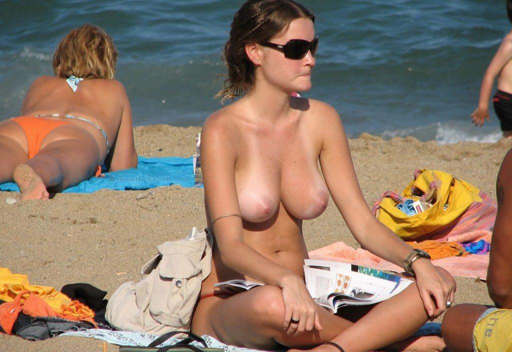 1日オナニーして居られそうなヌーディストビーチのエロ画像30枚・3枚目の画像