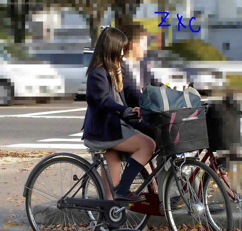 自転車通学中のJK娘の盗撮エロ画像30枚・4枚目の画像