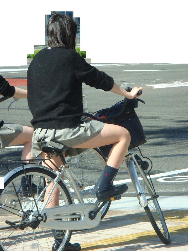 自転車通学中のJK娘の盗撮エロ画像30枚・6枚目の画像