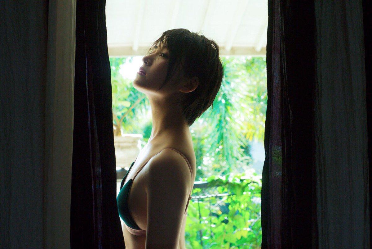 Aカップ貧乳グラドル鈴木咲(30)の抜けるエロ画像85枚・8枚目の画像