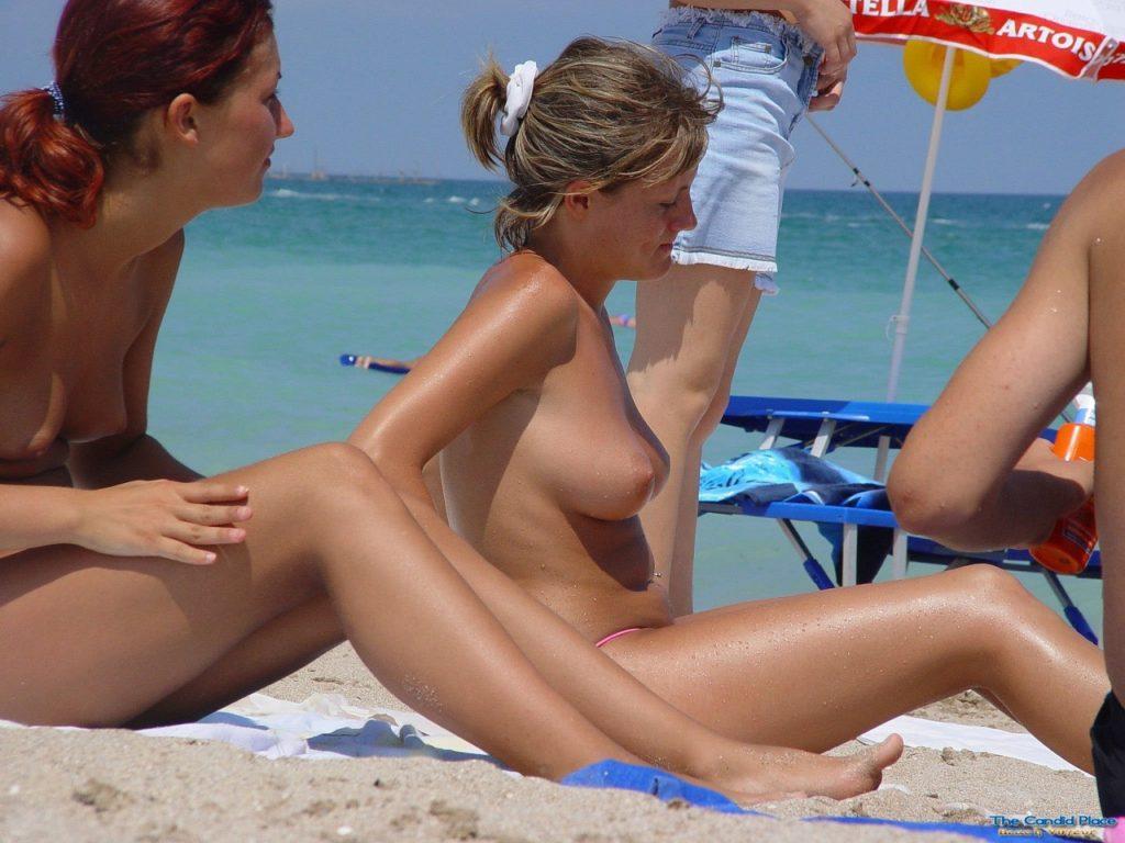 1日オナニーして居られそうなヌーディストビーチのエロ画像30枚・9枚目の画像